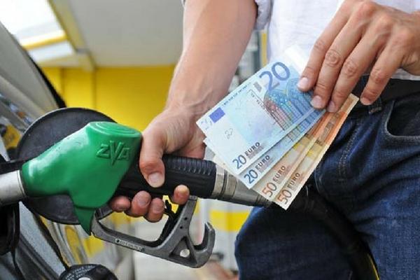 La scheda carburante va in pensione